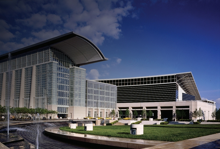 01-McCormick-Place-Convention-Center-South-Hall-Chicago-Illinois-Day-Exterior-01